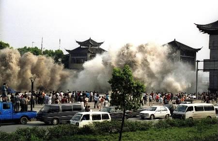 Tsunamiarriving.jpg