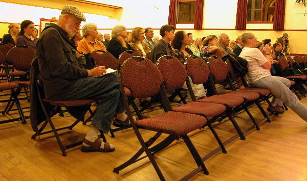 audience1_10-6-04.jpg