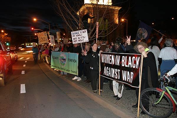 Women_In_Black_Street.jpg
