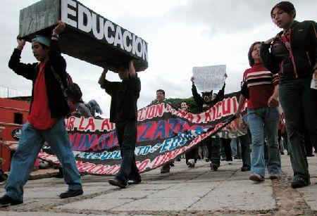 educacionlucha_8-19-05.jpg