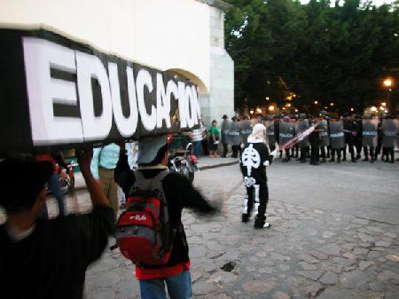 educacionpolicia_8-19-05.jpg